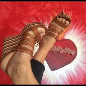 Via Spiga beautiful platforms leather sandals.